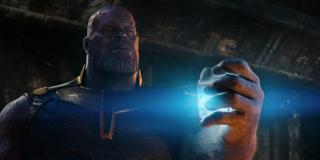 W komiksach drogi Skrulli i Thanosa niejednokrotnie się przecinały. To właśnie oni pomogli Szalonemu Tytanowi w uzyskaniu Tesseraktu (nazywano w komiksach Kosmiczną Kostką).