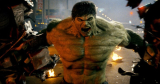 """Gdy Edward Norton otrzymał rolę Zielonego Goliata w filmie """"The Incredible Hulk"""", Mark Ruffalo znajdował się na krótkiej liście kandydatów – niektórzy decydenci Marvela przekonują, że był on po prostu drugim wyborem."""