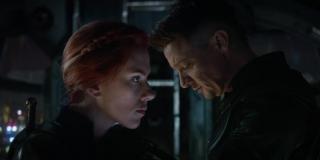 """Obok biurka, przy którym w siedzibie Avengers siedzi Czarna Wdowa, znajduje się para butów do baletu. To nawiązanie do jej genezy, którą wyjawił """"Czas Ultrona""""."""