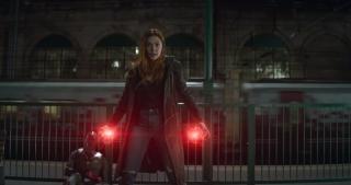 Scarlet Witch potrafi stworzyć alternatywną rzeczywistość na zasadzie podobnej do działania Kamienia Rzeczywistości
