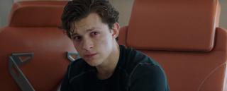 """Zdaniem Wattsa Peter Parker jest idealną postacią do tego, aby pokazać, jak wydarzenia z """"Końca gry"""" wpłynęły na pozornie przyziemne sprawy w życiu ludzi. Ta perspektywa ma być jedną z najważniejszych w całej historii. Problemem w ocenie reżysera jest nawet taka kwestia jak to, że data urodzenia w dowodzie osobistym niekoniecznie pokrywa się z Twoim wizerunkiem."""