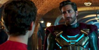 Mysterio wbrew pozorom nie będzie głównym złoczyńcą produkcji. W rzeczywistości Quentin Beck okaże się... dojrzalszą wersją Petera Parkera z alternatywnej rzeczywistości. Warto dodać, że swego czasu Jake Gyllenhaal był bardzo bliski otrzymania roli Spider-Mana.