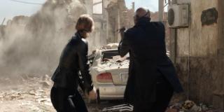 """W filmie pojawi się Kapitan Marvel - w jednym z ujęć Fury i stojąca obok niego kobieta strzelają w kierunku Elementals. Większość z nas założyła, że chodzi tu o Marię Hill, jednak postać ta wydaje się posiadać jaśniejsze włosy. Weźmy też pod uwagę scenę z filmu """"Avengers: Koniec gry"""", w której Carol Danvers w trakcie finałowej bitwy poznaje Petera."""