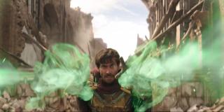 Mysterio wcale nie korzysta z iluzji, a jest po prostu obdarzonymi magicznymi mocami jak Doktor Strange. Większość wydarzeń ukazanych w filmie miałaby rozgrywać się w projekcji rzeczywistości, którą złoczyńca stworzy z wykorzystaniem magii.