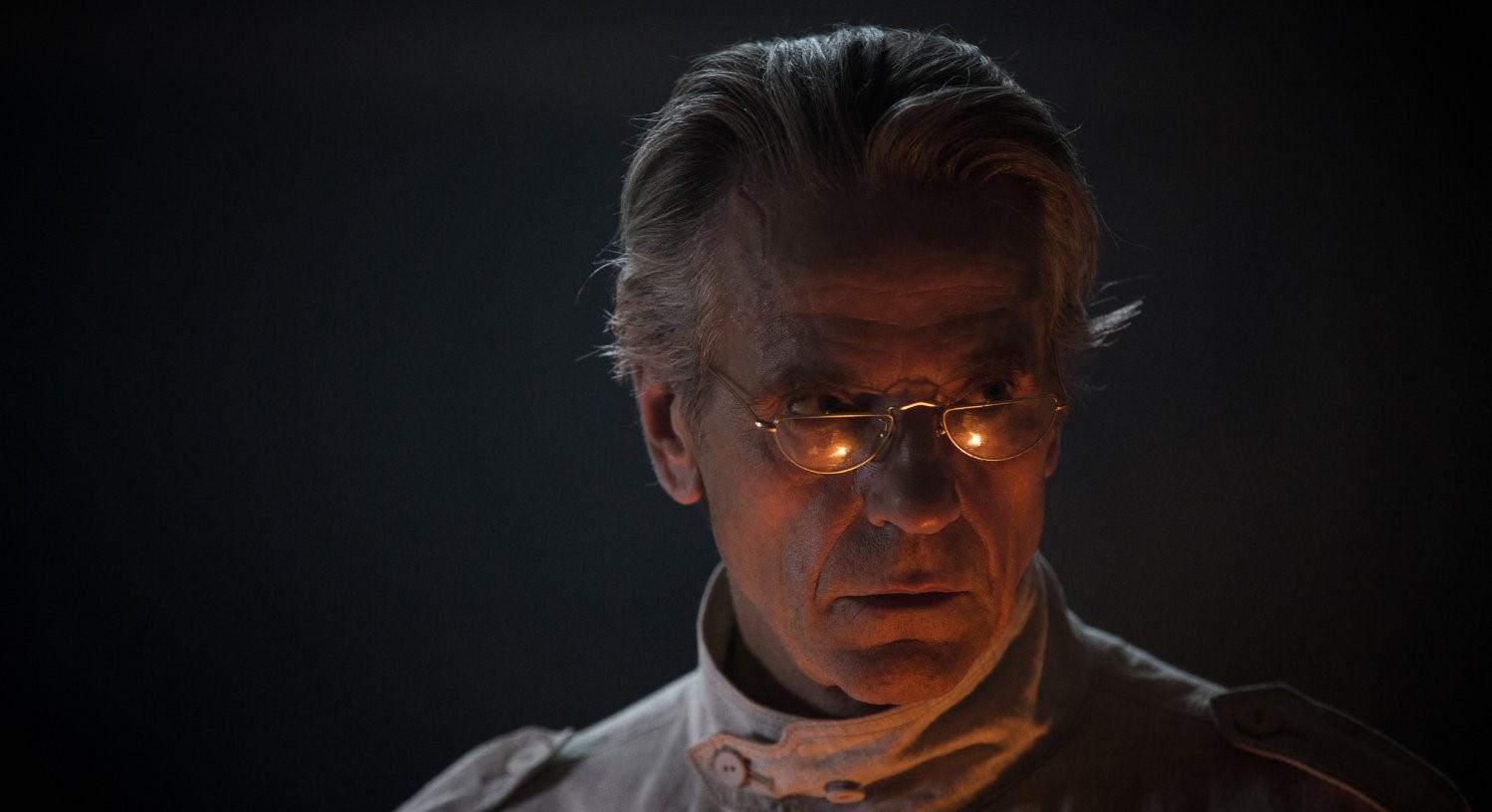 Watchmen – kogo gra Jeremy Irons? Jest potwierdzenie