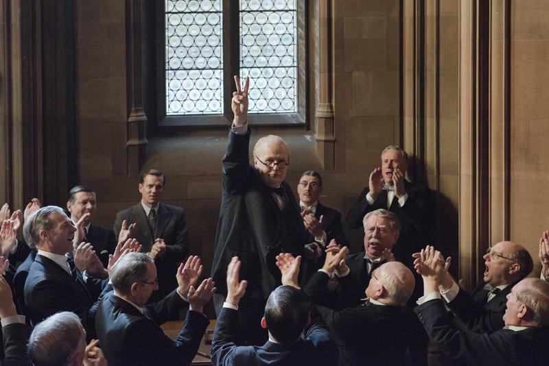 Gary Oldman nie do poznania jako Churchill. Zwiastun filmu Darkest Hour