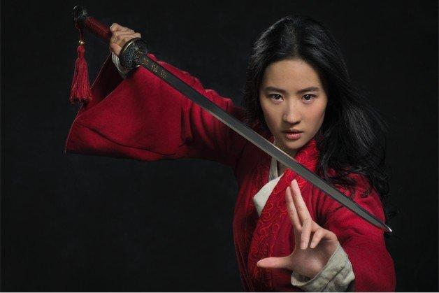 Aktorka z Mulan wywołuje wzburzenie wspierając policję Hongkongu. Disney w potrzasku