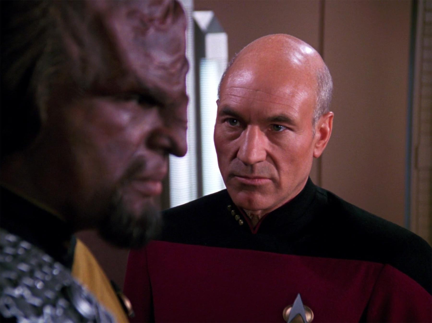 Wiele osób uważa, że za rolę Picarda Patrick Stewart powinien dostać nagrodę Emmy. A nie stało się to tylko dlatego, że Star Trek: Następne pokolenie to serial science-fiction / Fot. CBS