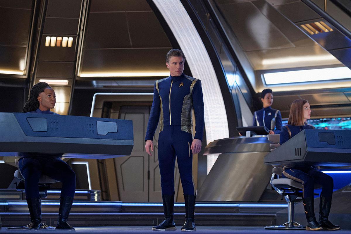 Pike bardzo szybko odnalazł się na mostku USS Discovery. / Fot. CBS