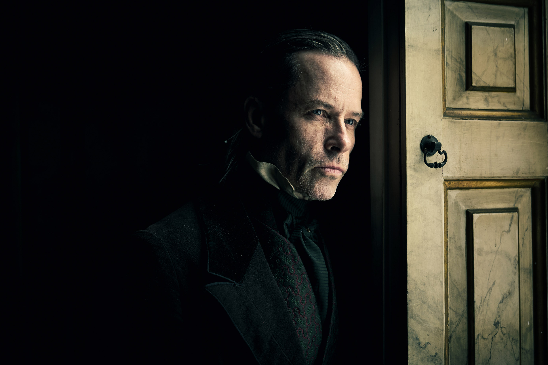 Guy Pearce jako Ebenezer Scrooge - Opowieść wigilijna