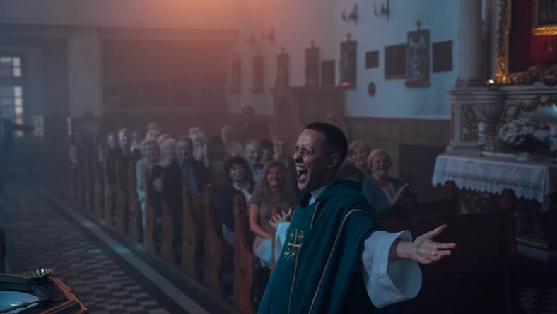 Boże Ciało - aktor, który gra księdza. Kim jest Bartosz Bielenia?